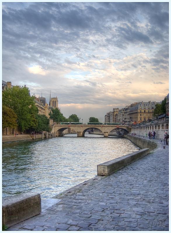 A Paris au mois d'août.  - Page 3 IMGP1376R%20MPH